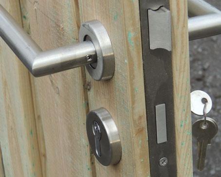 schuttingen en poortdeuren maatwerk schutting maatwerk poortdeur gouda